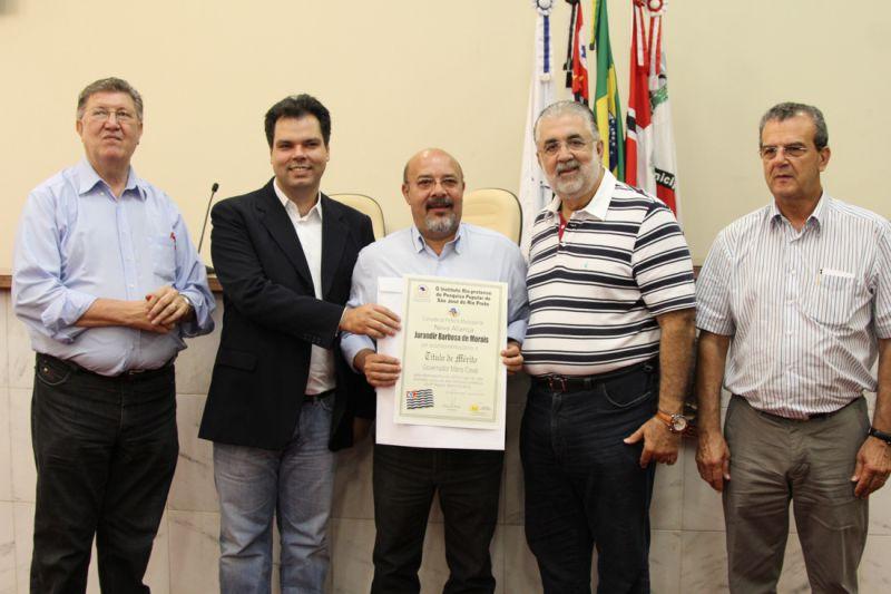 Prefeito Jura e vereador José Ap. Ramos(Bé), recebem título de Mérito